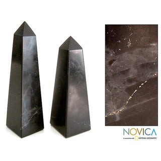 Handcrafted Onyx 'Black Towers' Obelisk Sculptures (Set of 2) (Peru)
