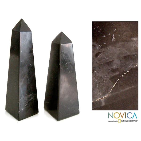 Handcrafted Onyx 'Black Towers' Obelisk Sculptures (Set of 2) (Peru)