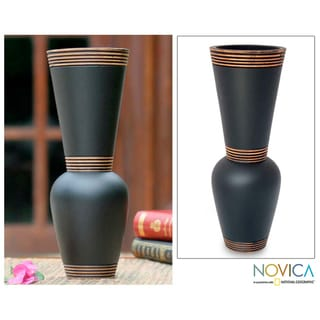 Mango Wood Handcrafted 'Harmonious Black' Vase (Thailand)