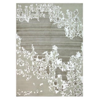 Indo-Tibetan Abstract Floral White Wool Blend Rug (5'6 x 8'6)