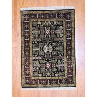 Indo Hand-knotted Heriz Black/ Red Wool Rug (4'2 x 5'9)