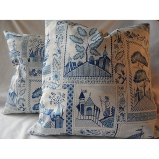 Ann Marie Lindsay 18-inch Blue and White Pictorial Decorative Pillow Cover (Set of 2)