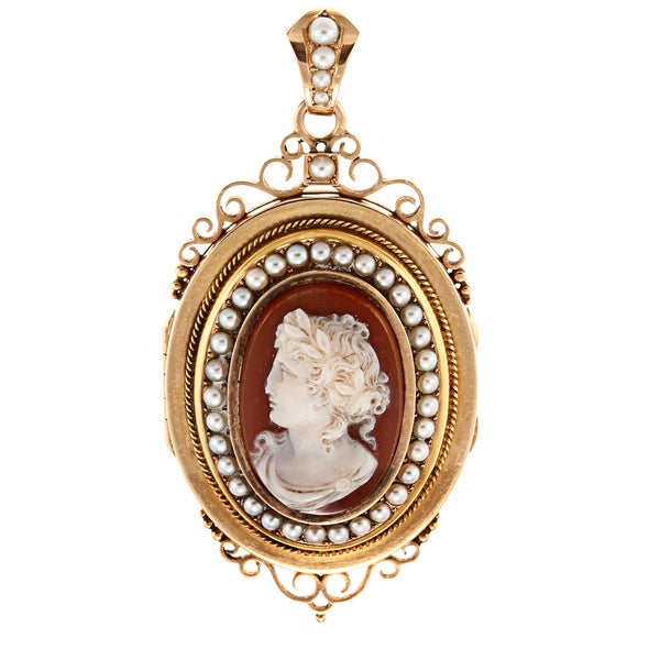 Pre-owned 14k Yellow Gold Cameo and FW Pearl Antiqued Locket Pendant (2-3 mm)