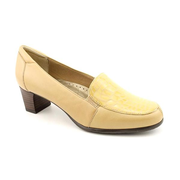 Trotters Women's 'Gloria' Leather Casual Shoes - Extra Wide (Size 7.5)