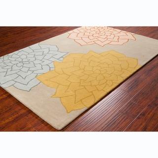 Allie Handmade Floral Beige Wool Rug (5' x 7'6)