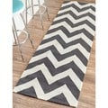 nuLOOM Handmade Indoor / Outdoor Zig Zag Chevron Runner (2'6 x 8')