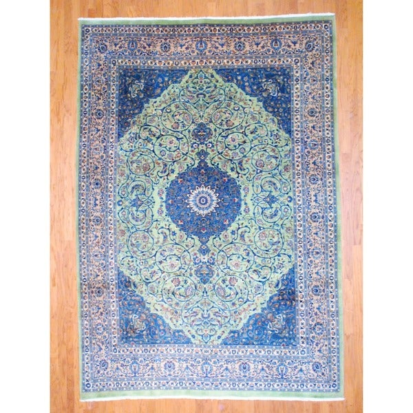 Persian Hand-knotted Isfahan Green/ Salmon Wool Rug (8'2 x 11'7)