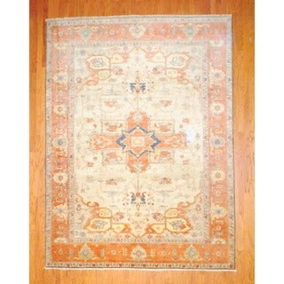 Indo Hand-knotted Heriz Ivory/ Salmon Wool Rug (8'9 x 11'8)