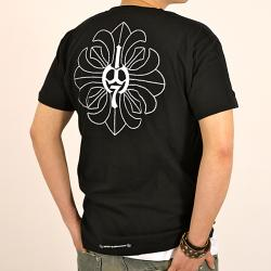 1979 Collection Men's Graphic 'Fleur-de-lis Cross' V-neck T-shirt