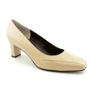 EXTRA WIDE FIT SHOESHotter offers a range of colourful and classic extra wide comfortable women's shoes