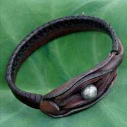 Handcrafted Leather 'Asian Chic' Bracelet (Thailand)