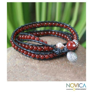 Silver 'Fire Berries' Carnelian and Pearl Bracelet (7 mm) (Thailand)