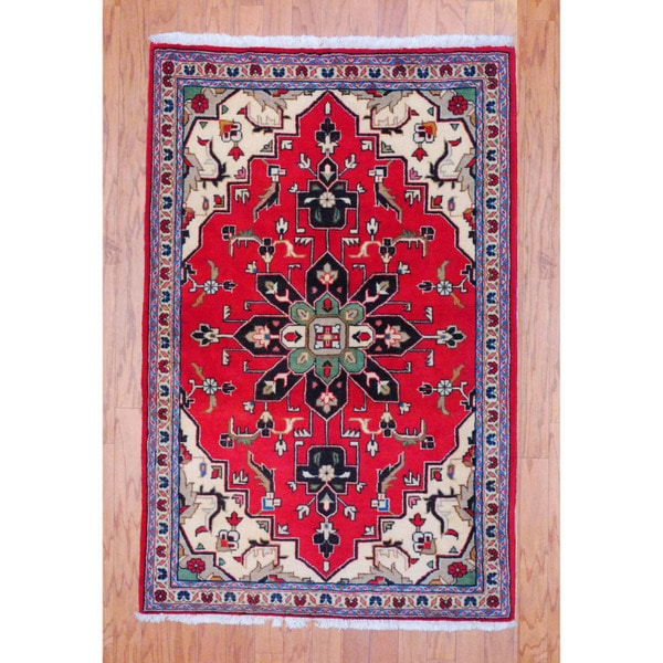 Persian Hand-knotted Tribal Kashan Red/ Ivory Wool Rug (3'3 x 5')