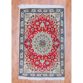 Persian Hand-knotted Tribal Nain Red/ Ivory Wool Rug (2'5 x 4'5)