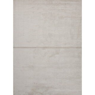 Hand-loomed Solid White/ Ivory Wool/ Silk Rug (5' x 8')