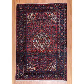 Persian Hand-knotted Tribal 1940's Hamadan Red/ Ivory Wool Rug (3'4 x 5'3)