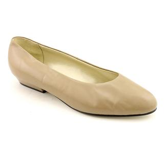 Auditions Women's 'Tan Flat' Leather Casual Shoes - Extra Wide (Size 10.5)
