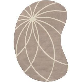 Hand-tufted Palmerston Safari Tan Floral Wool Rug (6' x 9' Kidney)