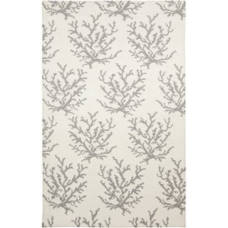 Handwoven Gremlin White Wool Area Rug (5' x 8')