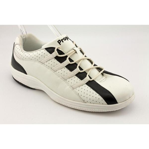 Propet Women's 'W1004' Leather Athletic Shoe (Size 10.5)