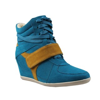 Refresh by Beston Women's 'Dakota' Hidden-wedge Sneakers