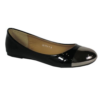 Betani Women's 'Betty' Black Toe-capped Ballet Flats