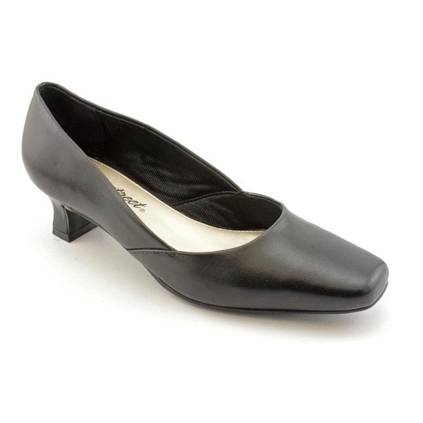 Easy Street Women's 'Carefree' Faux Leather Dress Shoes - Narrow (Size 9.5)