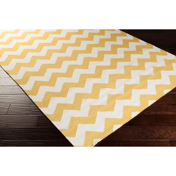 Hand-woven Sandy Chevron Golden Yellow Wool Rug (5' x 8')