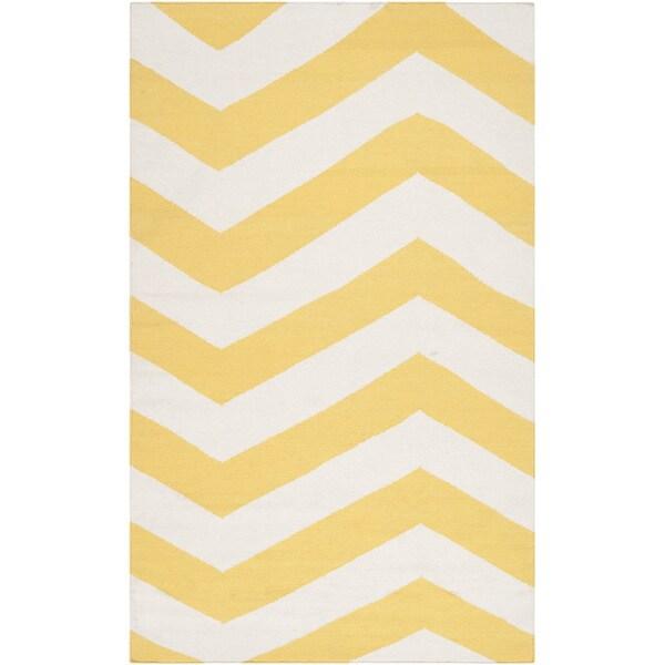 Hand-woven Sunny Chevron Sunshine Yellow Wool Rug (9' x 13')