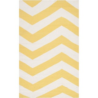 Handwoven SunnyChevron Sunshine Yellow Wool Rug (5' x 8')