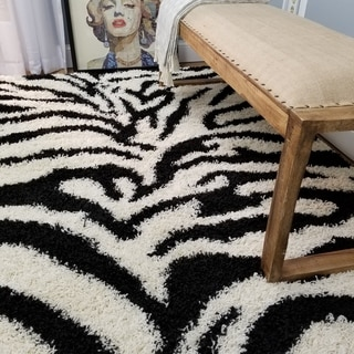 Shag Animal Design Zebra Black/ White Area Rug (6'7 x 9'3)