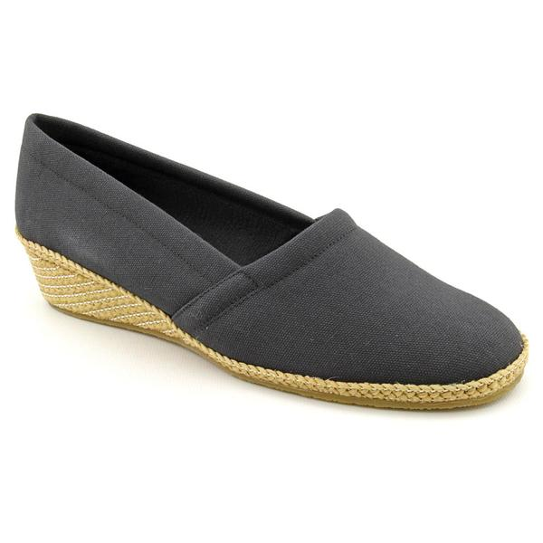 Easy Street Women's 'Sue' Canvas Casual Shoes - Narrow