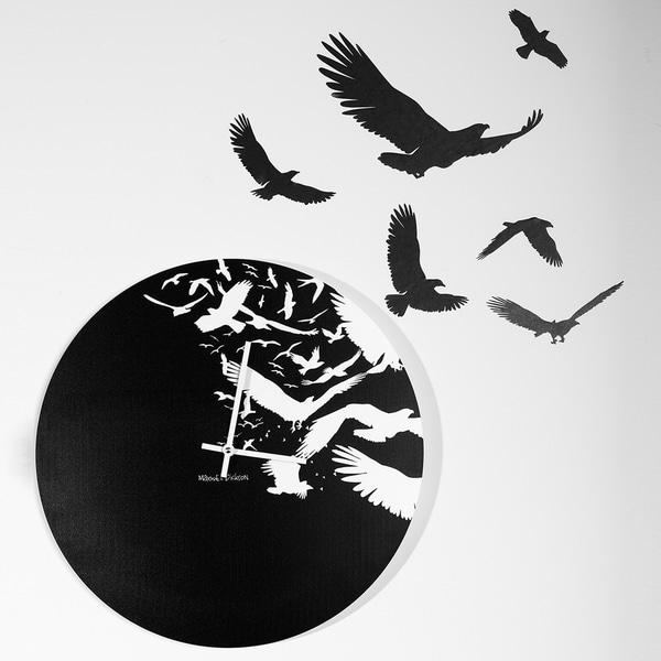 Maxwell Dickson 'Free as Birds' 15-inch Wall Clock