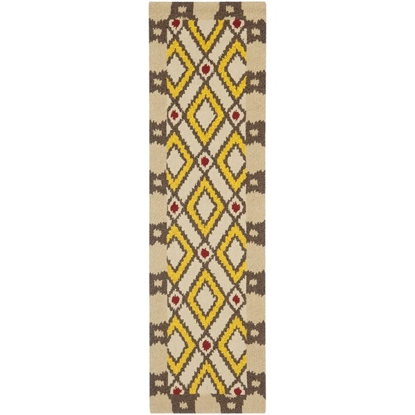 "Safavieh Four Seasons Stain-Resistant Hand-Hooked Country Beige Rug (2'3"" x 8')"