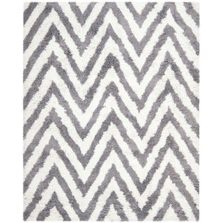 Hand-made Chevron Ivory/ Grey Shag Rug (6' x 9')