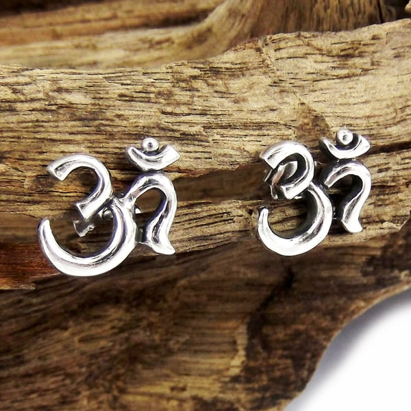 Sterling Silver Spiritual Harmony Om/ Aum Earrings (Thailand)