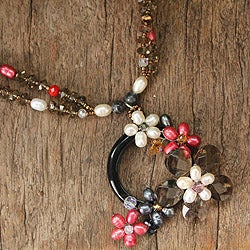 Pearl and Quartz 'Crowned Moon' Necklace (6 mm) (Thailand)