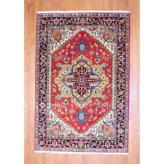 Indo Hand-knotted Heriz Red/ Navy Wool Rug (6' x 9')