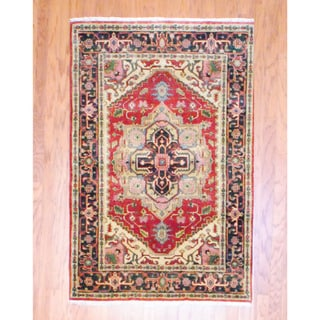 Indo Hand-knotted Heriz Red/ Navy Wool Rug (4' x 6')