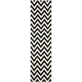 Hand-woven Chevron Dhurrie Black Wool Area Rug (2'6 x 6')