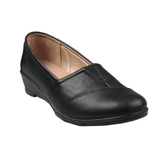 Refresh by Beston Women's 'Dido' Black Slip-on Loafers