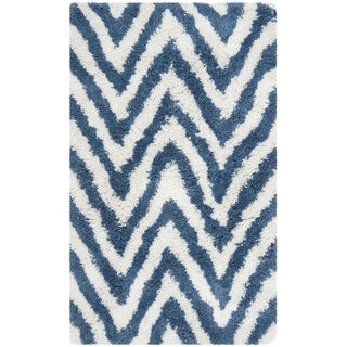 Hand-made Chevron Ivory/ Blue Shag Rug (2'6 x 4')