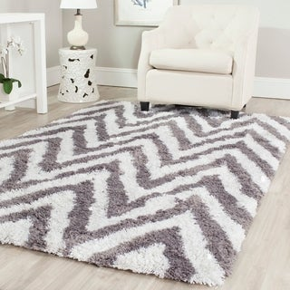 Hand-made Chevron Ivory/ Grey Shag Rug (5' x 8')
