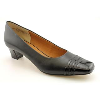 Auditions Women's 'Classy' Leather Dress Shoes - Wide (Size 7)