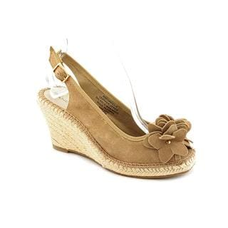 Bandolino Women's 'Cordelia' Light Brown Regular Suede Sandals