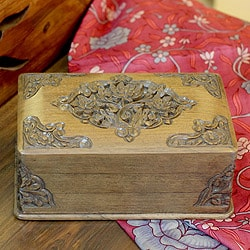 Handcrafted Walnut Wood 'Mesmerizing Bouquets' Jewelry Box (India)