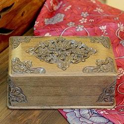 Handcrafted Walnut Wood 'Mesmerizing Bouquets' Jewelry Box (India)