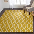Hand-hooked Indoor/ Outdoor Capri Gold Rug (5' x 7'6)