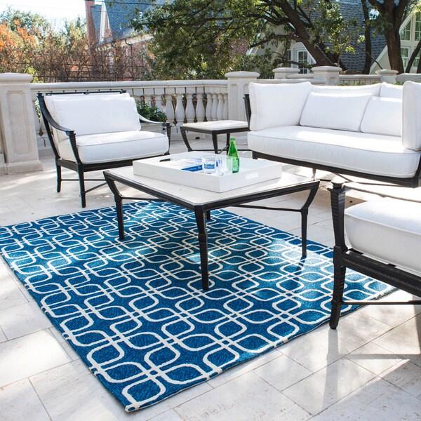 Hand-hooked Indoor/ Outdoor Capri Blue Rug (7'6 x 9'6)