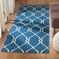 Hand-woven Moroccan Dhurrie Dark Blue Wool Rug (2&#39;6 x 8&#39;)